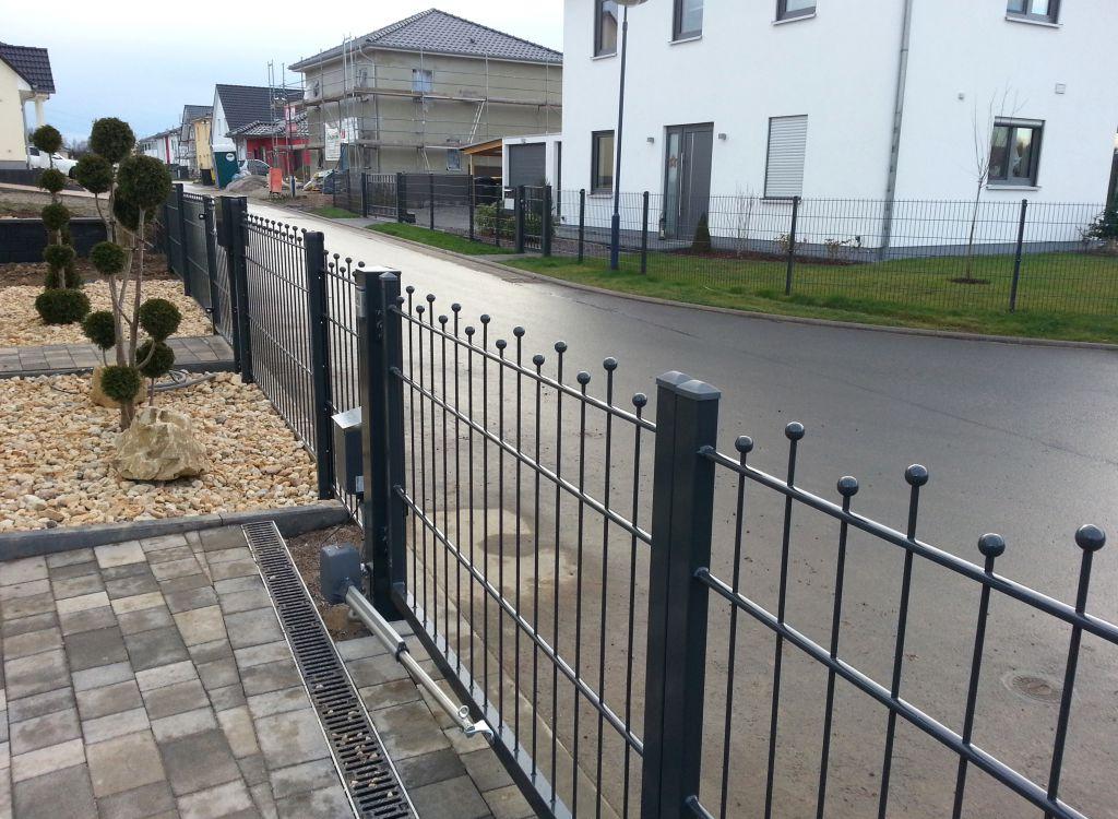 Zaun Und Torbau